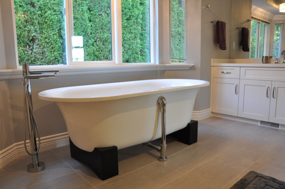Free Standing Bathroom Tub - Coordinated Kitchen and Bath